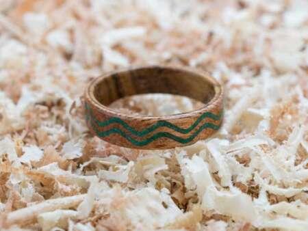 Inel din lemn Malachit Waves